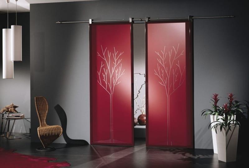 Sürgülü Cam Kapı Modelleri : Ağaç Desenli Dekoratif Cam Kapı