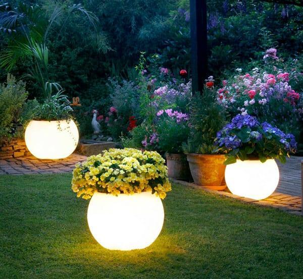 bahçe ışıklı saksı modelleri
