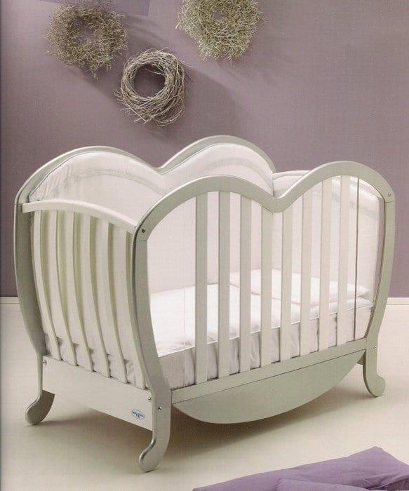 beyaz bebek beşiği