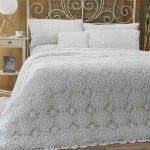 el yapımı dantel yatak örtüsü