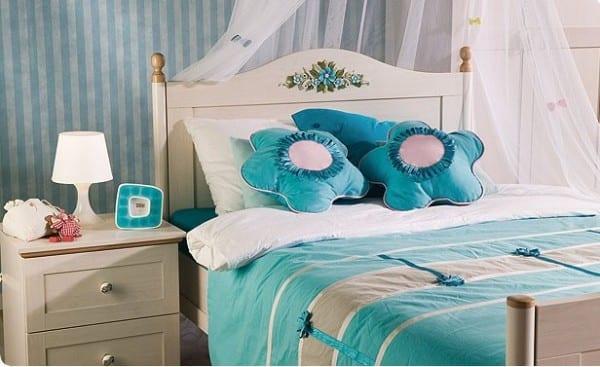 Çilek genç kız yatak örtüsü