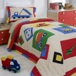 Çocuk odalarına rengarenk yatak örtüleri