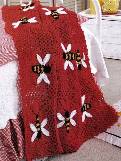 bal-arısı-desenli-kırmızı-örgü-bebek-battaniyesi-modeli