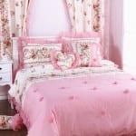 Genç kızlar için süslü yatak örtüleri