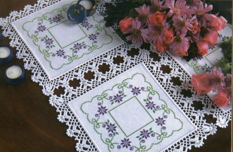 kanavice işlemeli masa örtüsü
