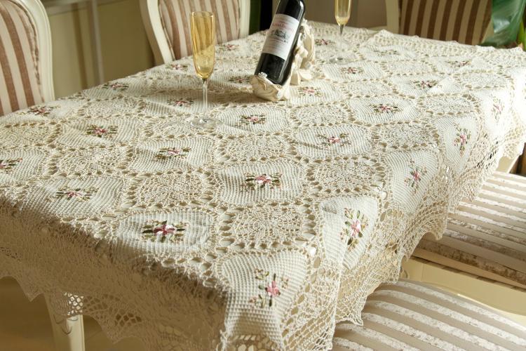 tığ işi dantel masa örtüsü