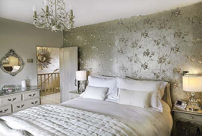 yatak odasında gri renk