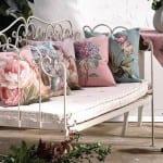 Dekoratif-çiçekli-yastık-modelleri
