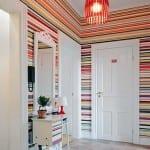 Rengarenk yatay çizgili duvar kağıdı modeli