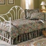 Beyaz ferforje daybed yatak