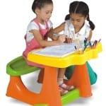 minikler için renkli çalışma masası