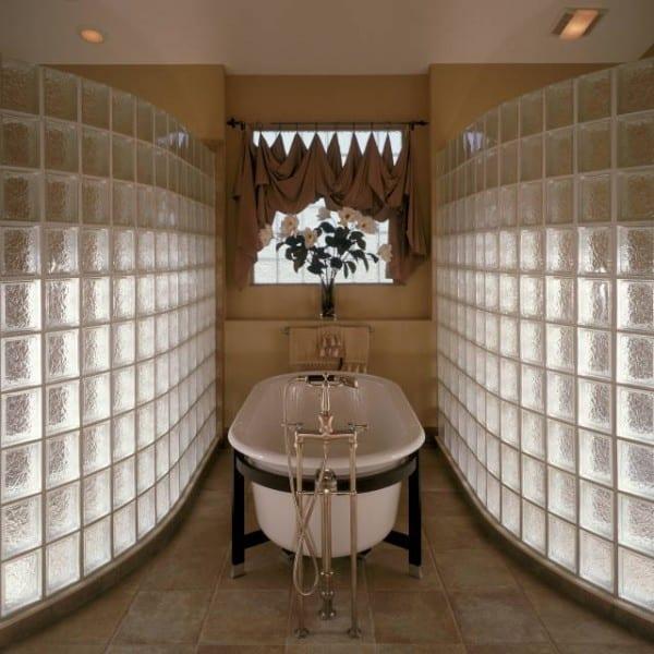 Cam tuğla duvarlı banyo