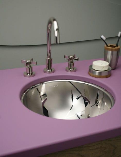 Metal kendinden desenli yuvarlak banyo lavabosu