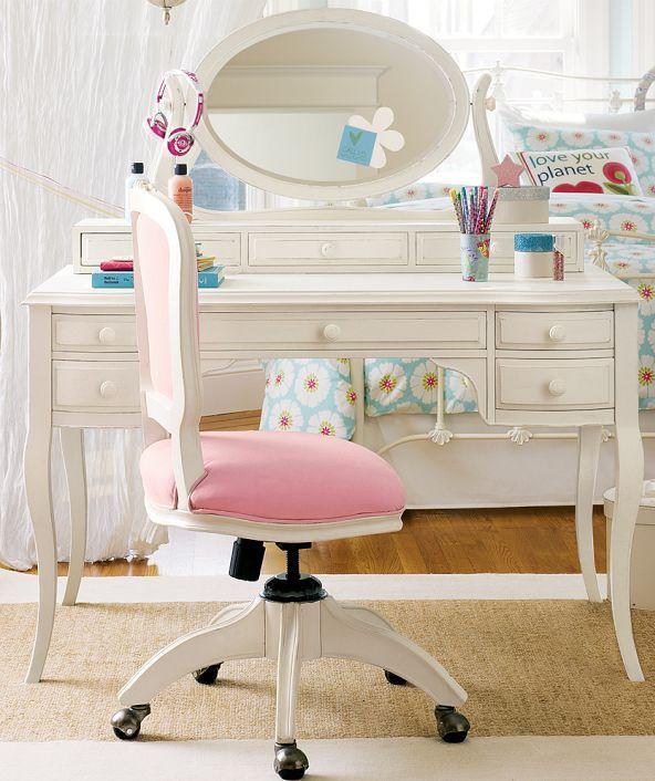 Pembe Sandalyeli İkea Makyaj Masası