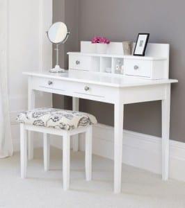Beyaz ikea makyaj masası