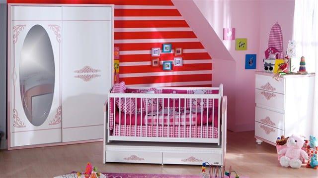 Klasik model bebek odası dolabı