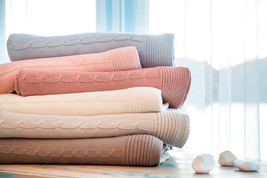 karaca home pastel renkli orgu battaniyeler