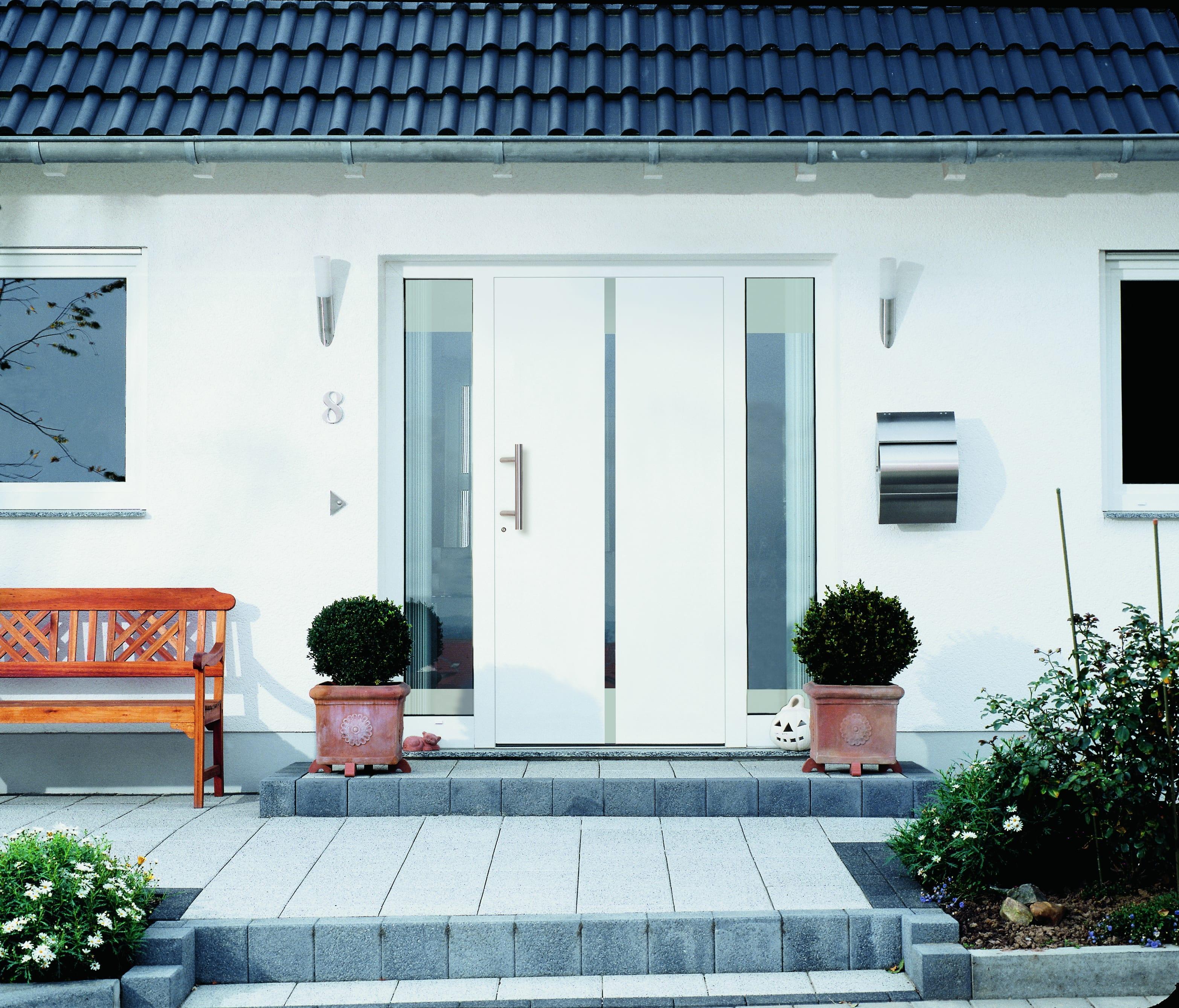 modern beyaz dis mekan kapi modeli