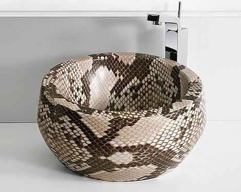 yılan derisi gorunumlu banyo lavabo modeli