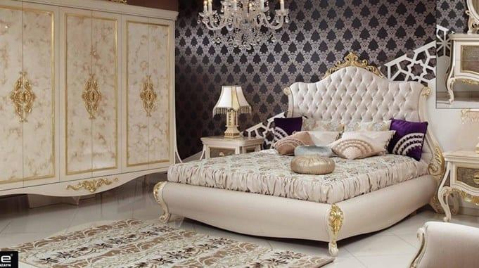 Bej renkli altin islemeli yatak odasi modeli