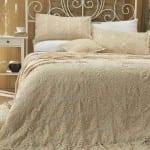 bej rengi dantel yatak örtüsü