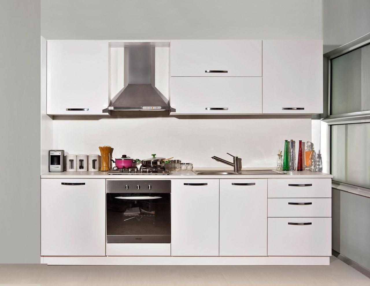 beyaz kullanisli modern mutfak