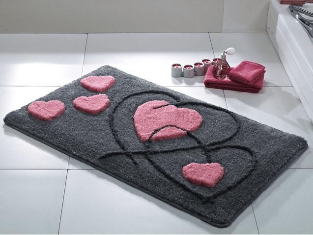 gri desenli banyo hali modeli
