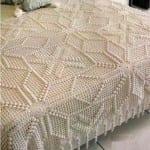 kabartmalı motifli dantel yatak örtüsü modeli