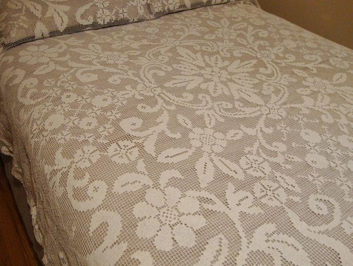 dantel yatak örtüsü modeli