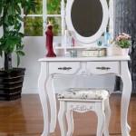uval aynali beyaz makyaj masasi