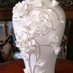cicekli beyaz porselen vazo