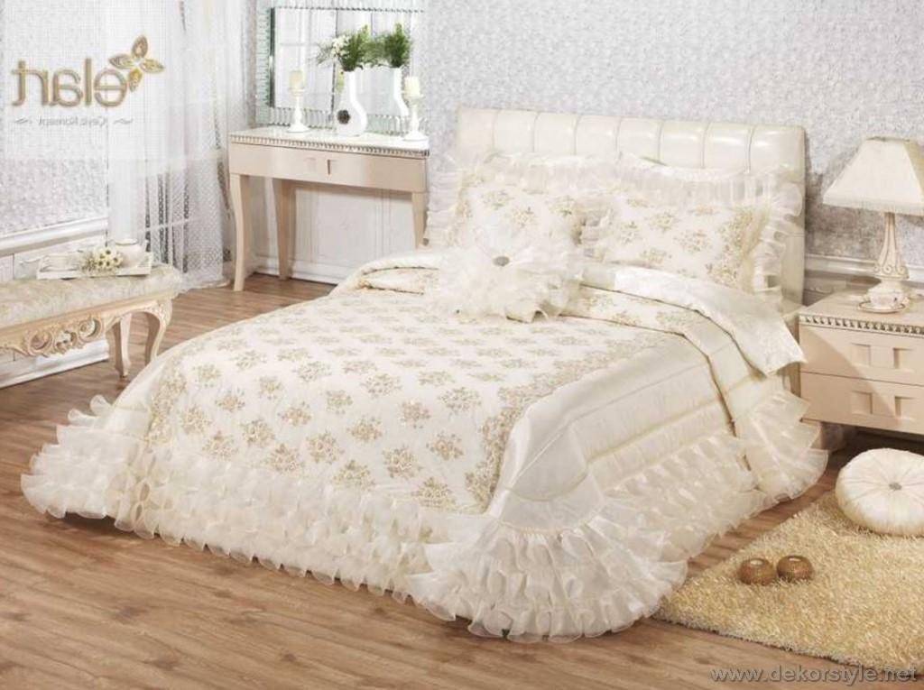 849TL Perla krem yatak örtüsü