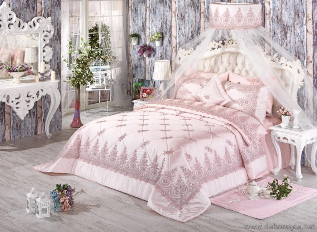 899tl Elmas yatak örtüsü