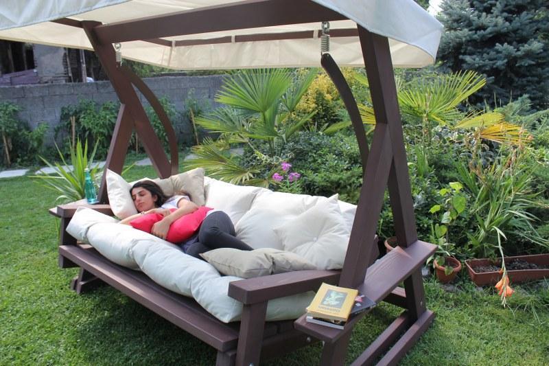 ahsap bahce salincagi1 Bahçe ve Balkon Mobilyaları 2017  2018