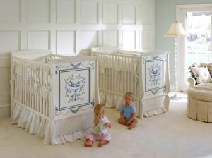 krem rengi ikiz bebek odasi dekorasyonu