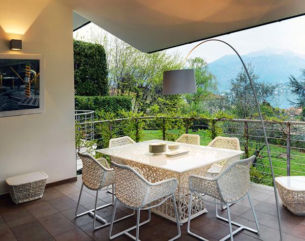 Modern teras dekorasyonu dekorstyle for Balcony ki design