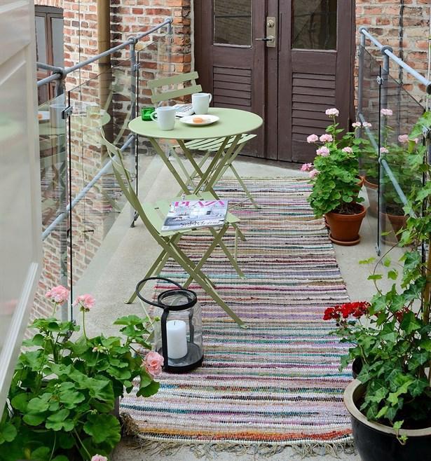 Balkonlar için portatif masa