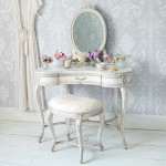 beyaz vintage makyaj masasi
