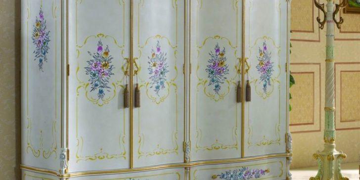 Gösterişli Yatak Odaları İçin Antika Gardroplar
