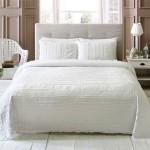 beyaz keten yatak ortusu
