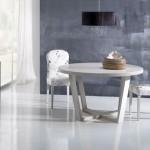 Beyaz yuvarlak mutfak masası