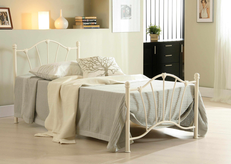 Yatak Odanıza Tarz Katan Karyola Modelleri