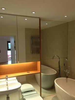 Büyük Banyo Aynaları ile Aydınlatma ve Ferah Görünüm
