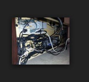 Tv unitesini bir board gibi kullanarak kabloları sabitleme