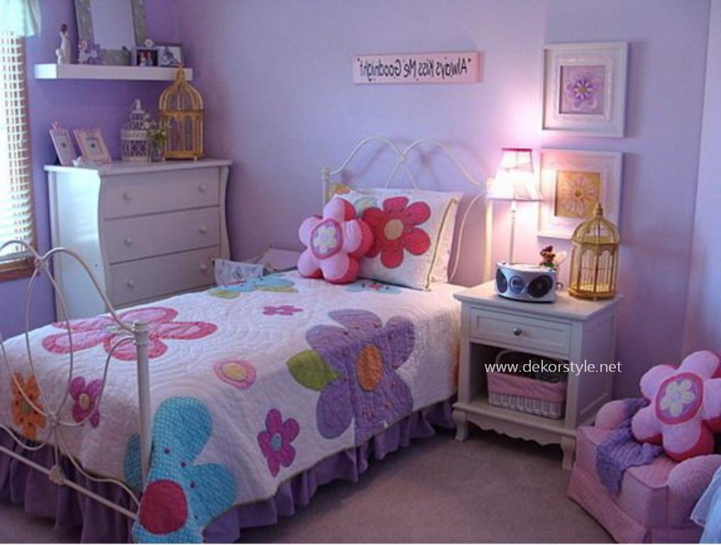 Leylak Renkli Çiçekli Genç Kız Odası