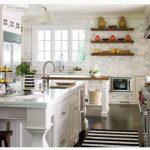 Doğal tahta mutfak rafları