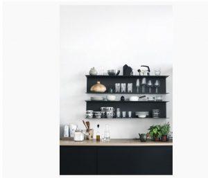 Kucuk siyah mutfak rafi