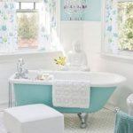 Turkuaz Beyaz Banyo Dekorasyonu