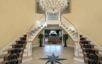 Çift taraflı ahşap merdiven