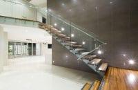 İş yerleri için ahşap merdiven